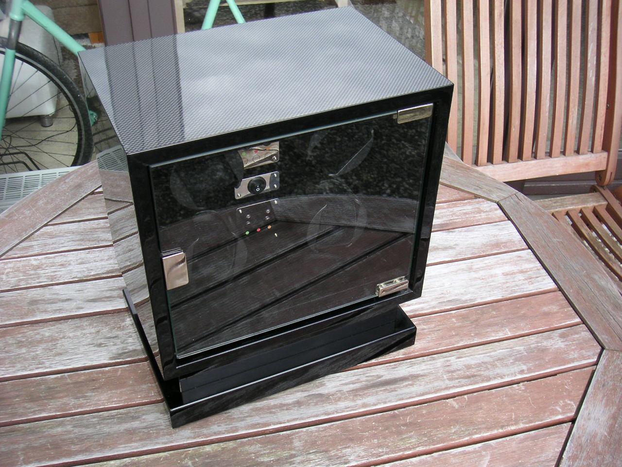 erledigt kadloo cube four uhrenbeweger swiss made f r 4 uhren beleuchtung top uhrforum. Black Bedroom Furniture Sets. Home Design Ideas
