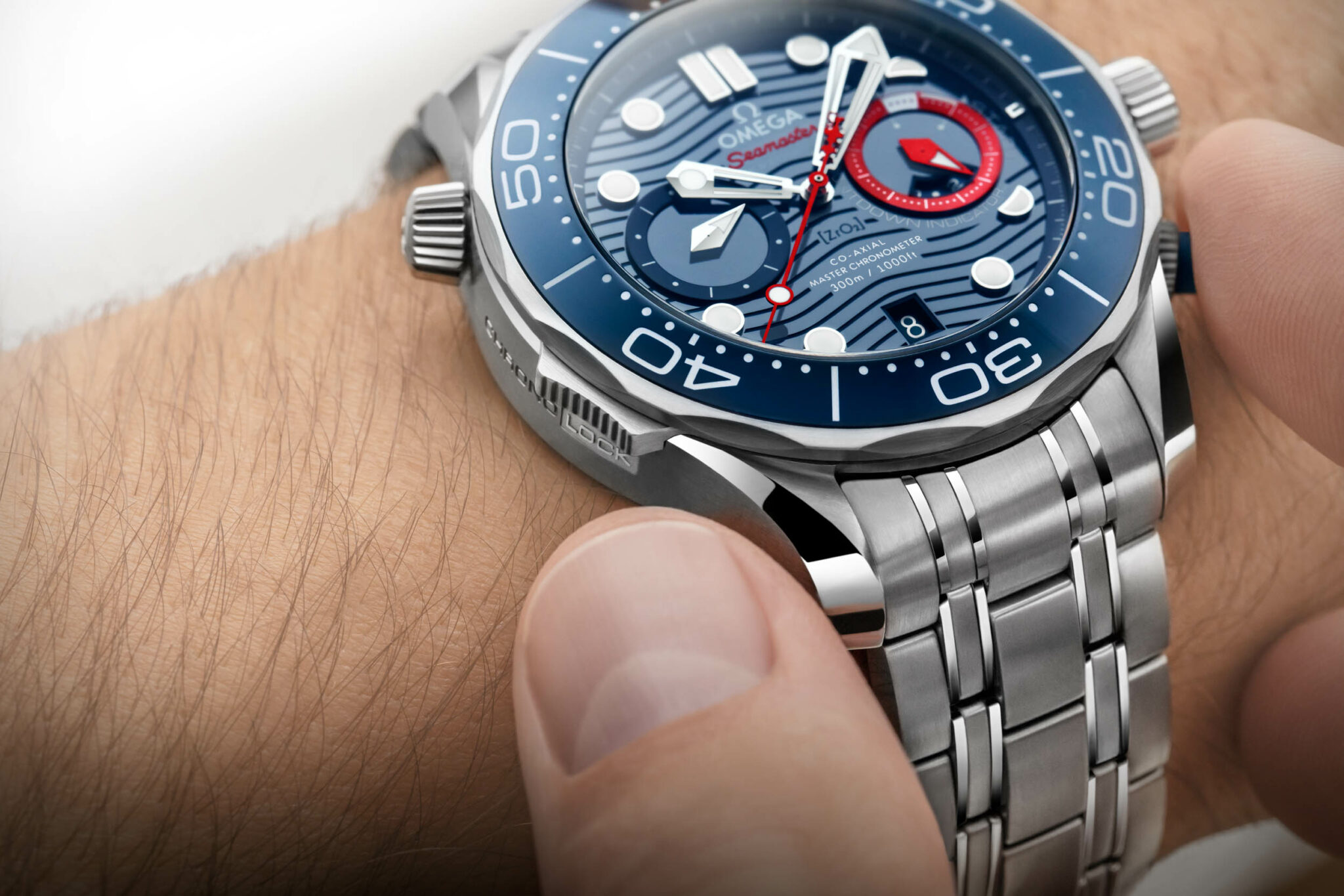 210.30.44.51.03.002_Seamaster-Diver-300M-Americas-Cup-Chronograph_image1_Landscape-2048x1366.jpg
