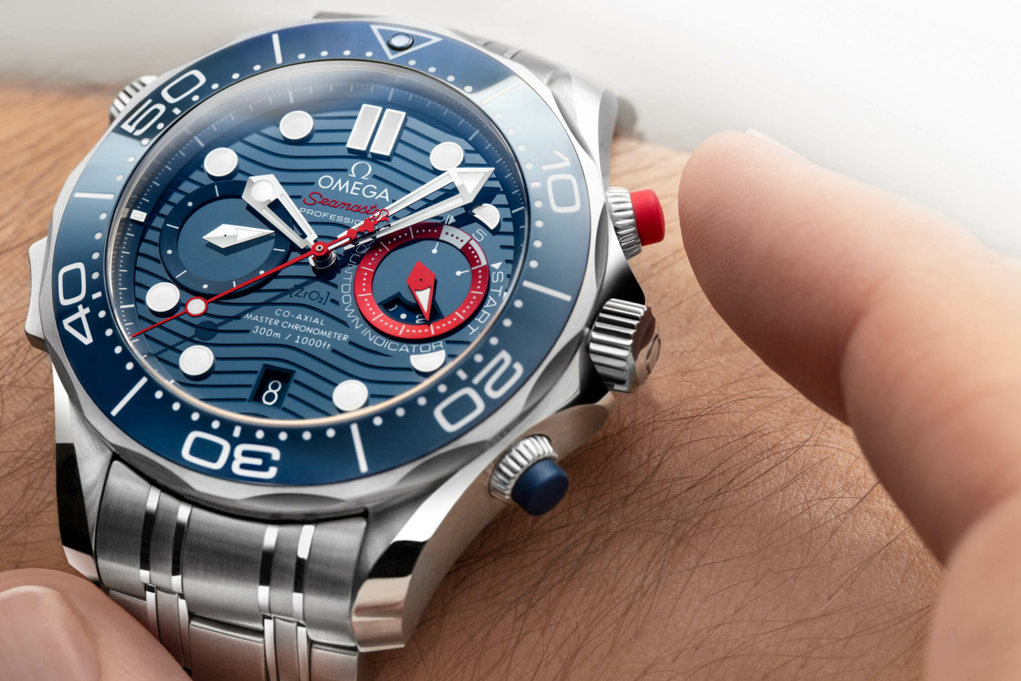 210.30.44.51.03.002_Seamaster-Diver-300M-Americas-Cup-Chronograph_image2_Landscape-2048x1366.jpg