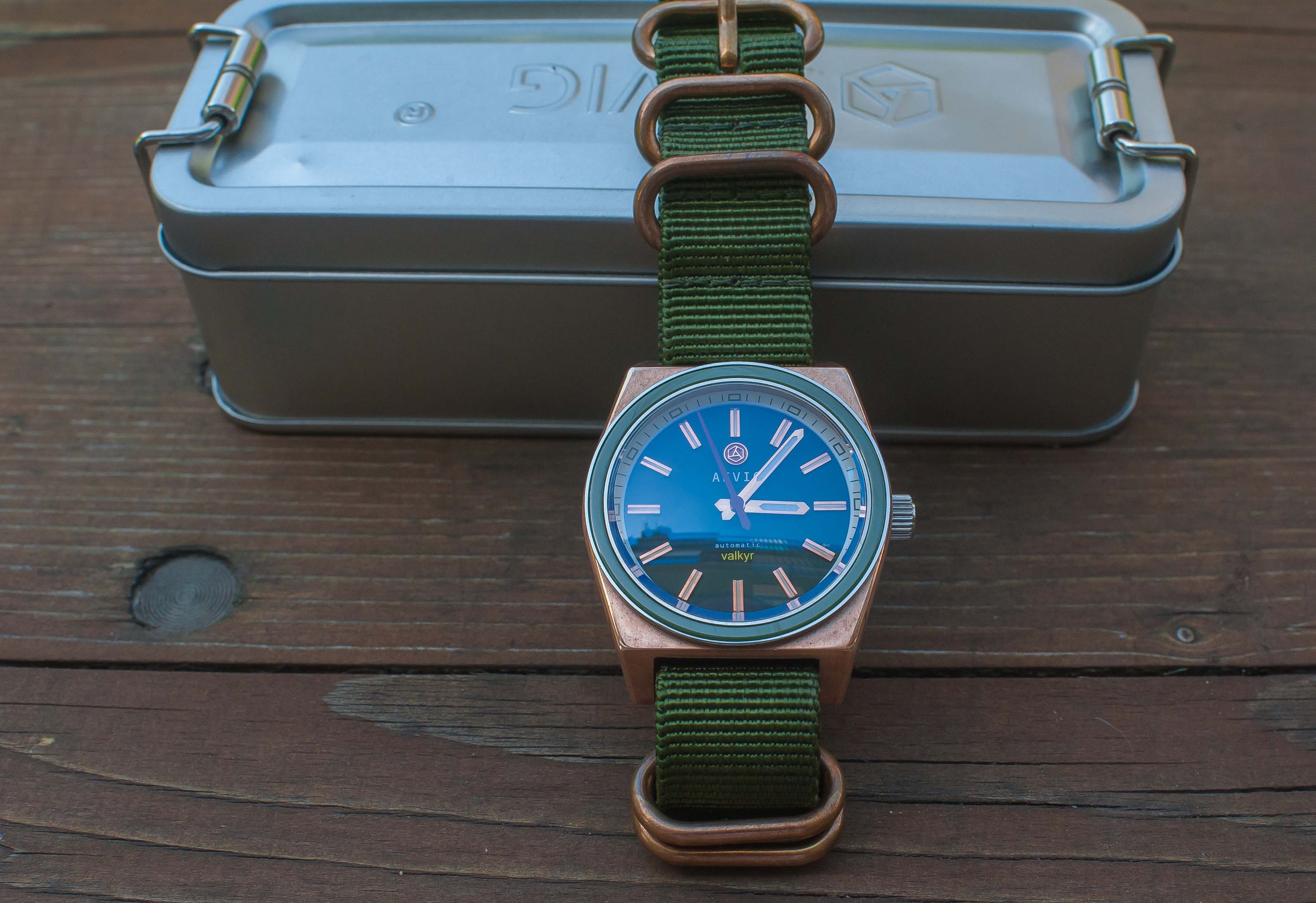 Erledigt] Aevig Valkyr Bronze mit grüner Lünette - UhrForum