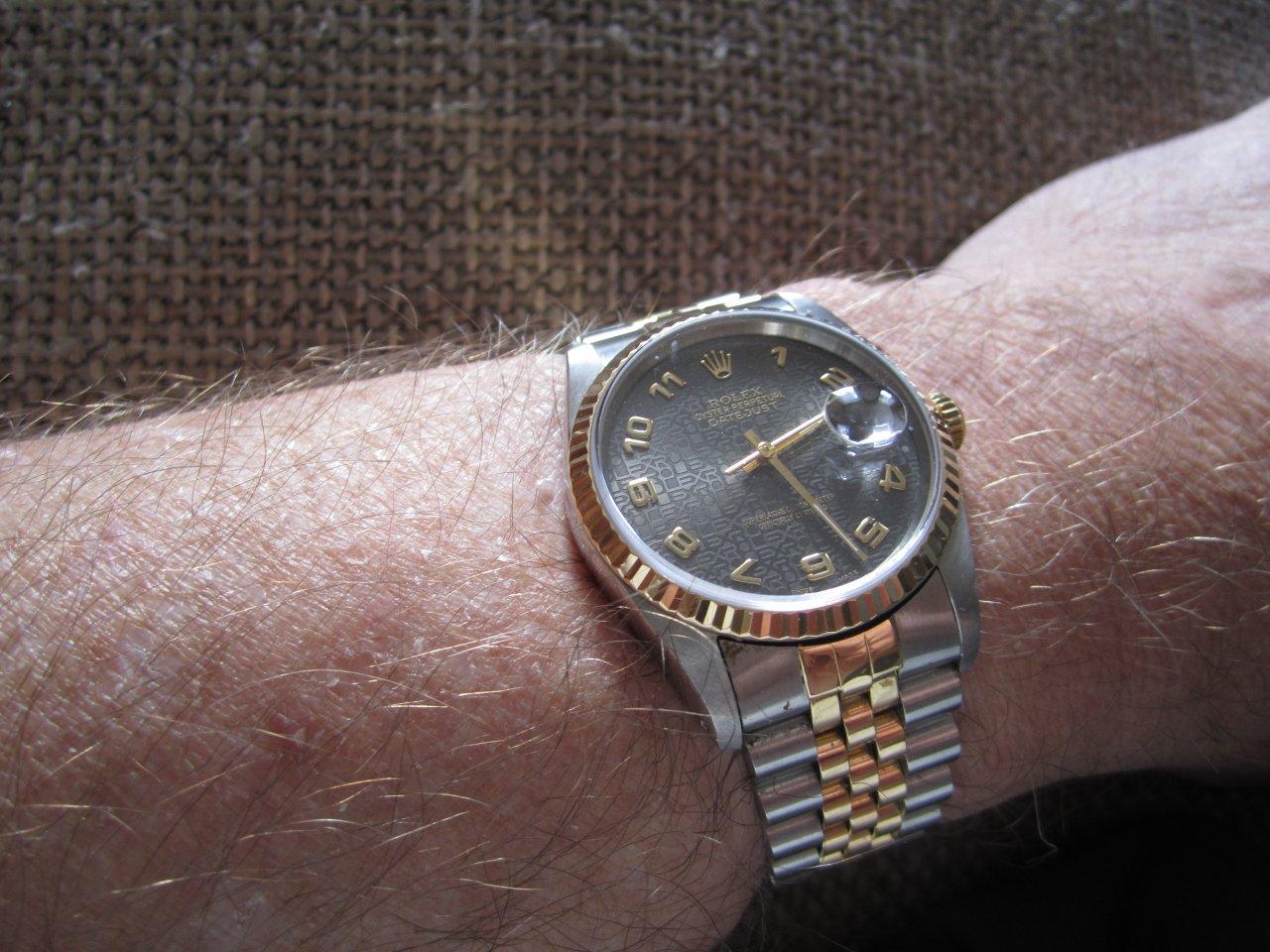 Armbanduhr am arm  Armbanduhr - Wo genau tragen? - UhrForum - Seite 2
