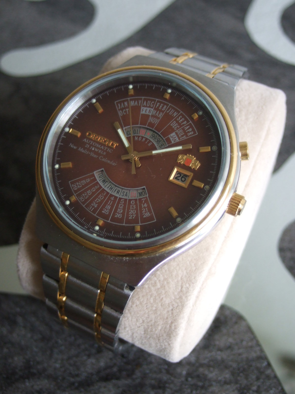 933508d1411395440t-orient-mehrjahres-kalenderuhr-sehr-gut-erhalten-bicolor-mit-stahlband-dscf5040.jpg