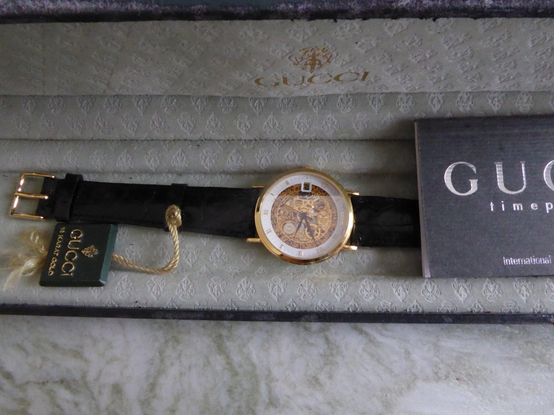 GUCCI Schachtel Uhr.JPG