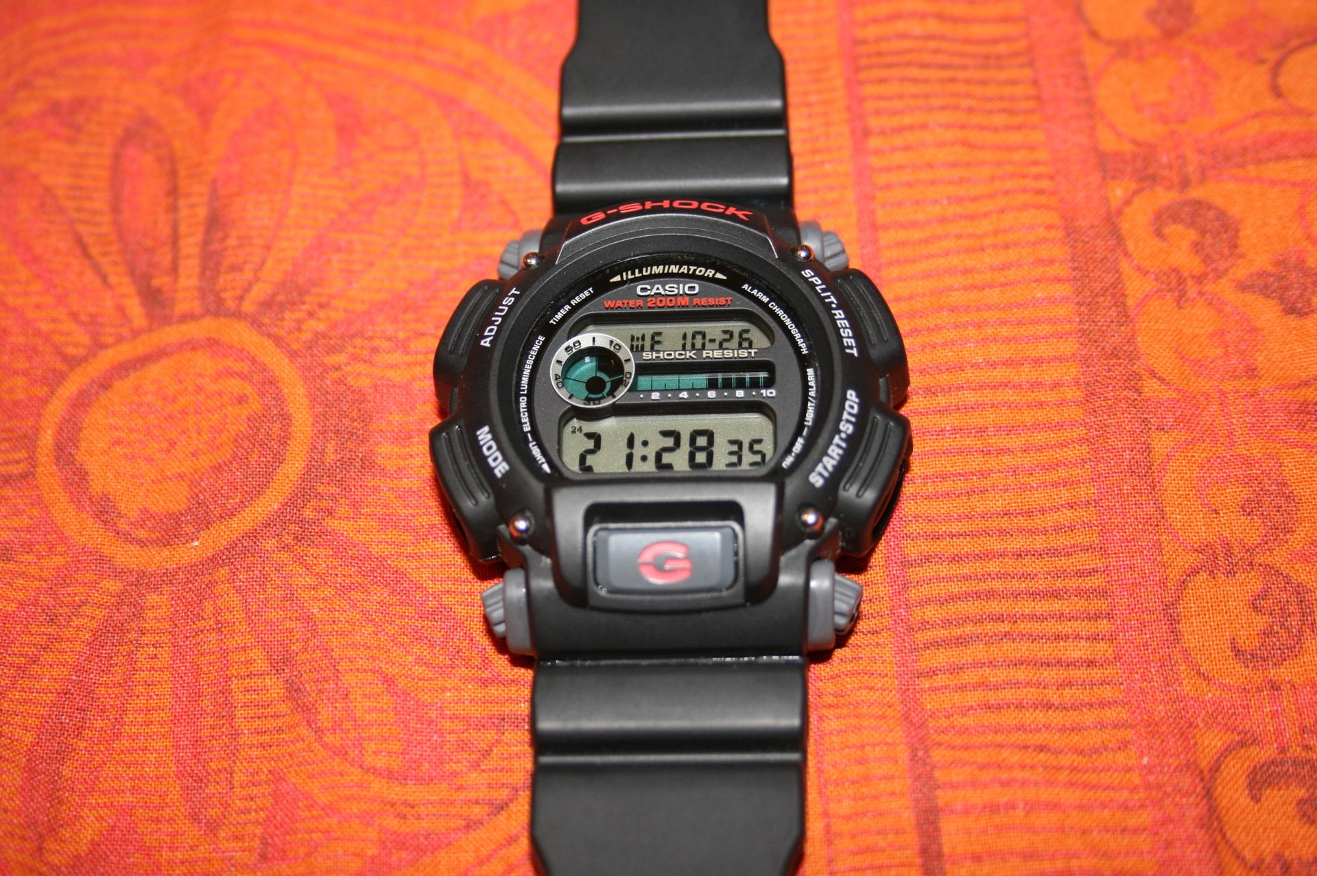 Erledigt G Shock Dw 9052 1v Casio 1vdr Die Speckige Stelle Am Unteren Ende Des Armbands Bild1 Ist Kein Abrieb Sondern Eine Ungnstige Reflektion