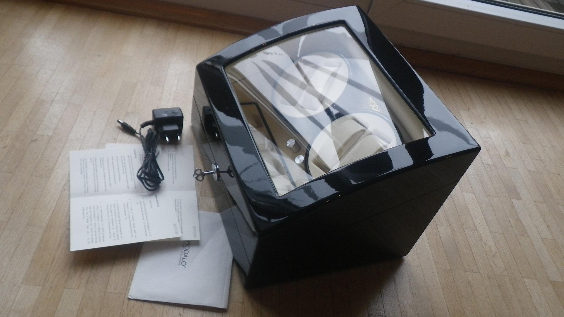 erledigt uhrenbeweger modalo f r 4 uhren schwarz klavierlack uhrforum. Black Bedroom Furniture Sets. Home Design Ideas