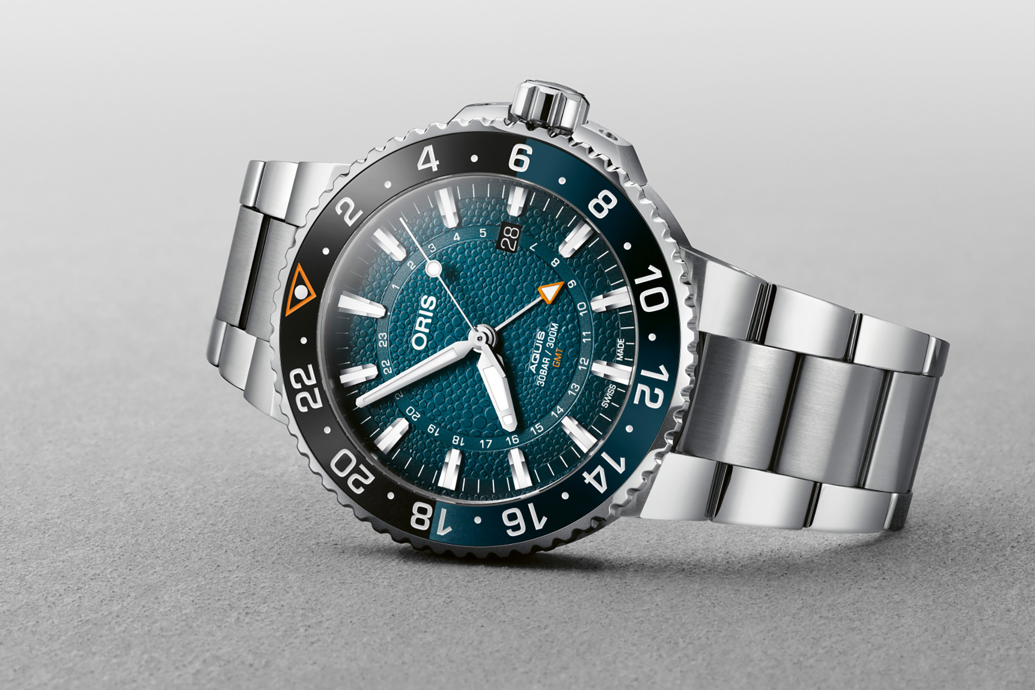 Oris-Aquis-GMT-Date-Whale-Shark-Limited-Edition-01-798-7754-4175-Set.jpg