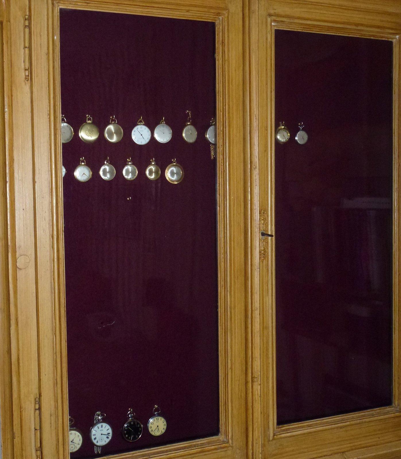 taschenuhrenaufbewahrung wie sehen eure l sungen aus. Black Bedroom Furniture Sets. Home Design Ideas