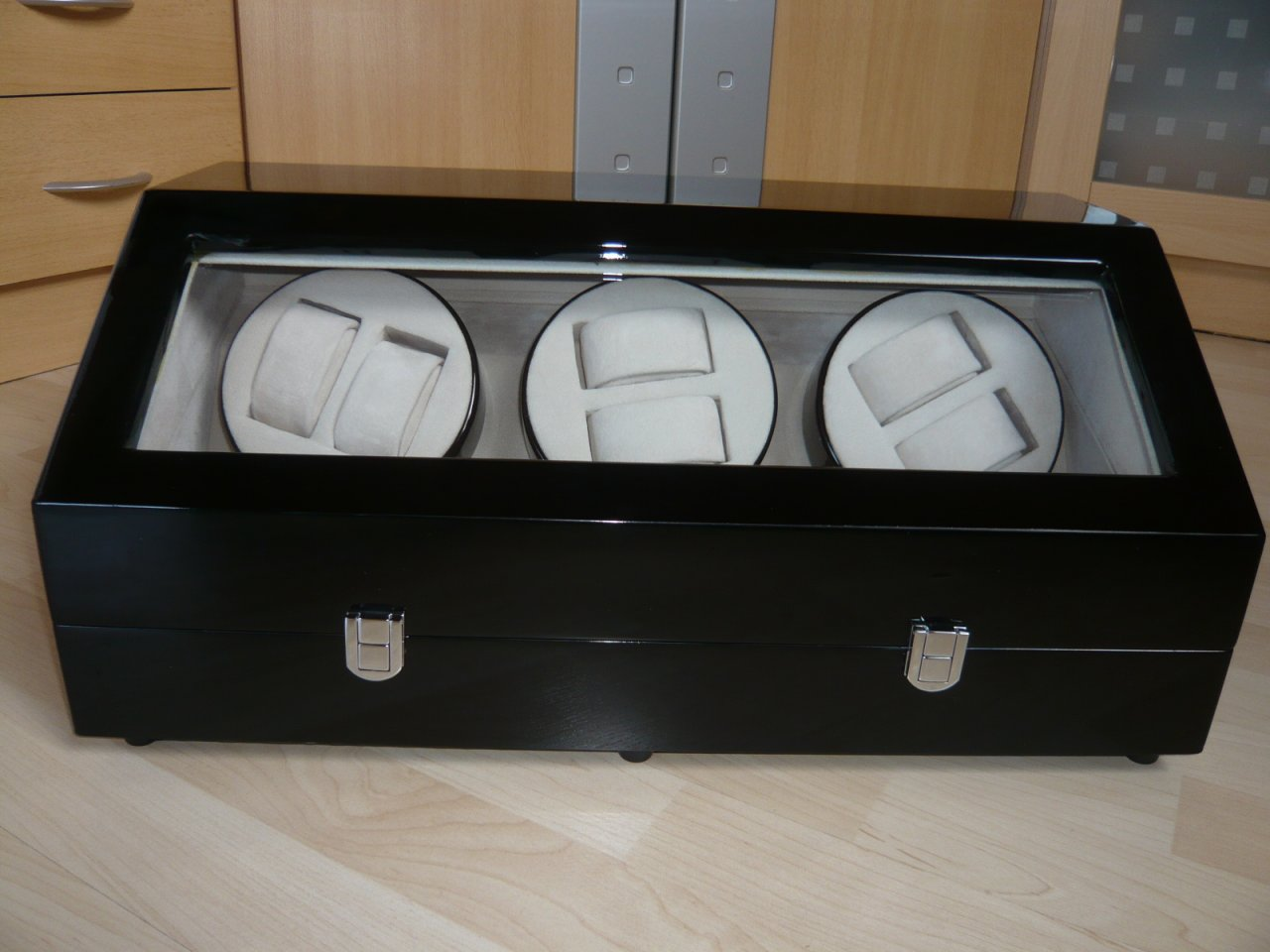 erledigt uhrenbeweger f r 6 uhren 9 ablagepl tze uhrforum. Black Bedroom Furniture Sets. Home Design Ideas