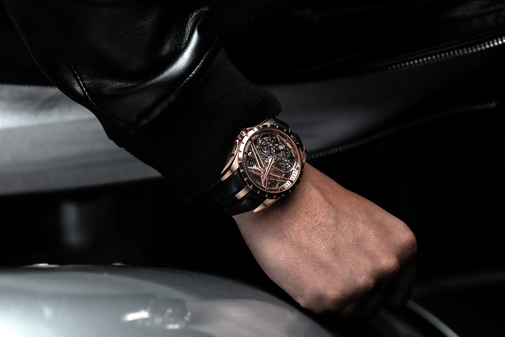 Roger-Dubuis-Excalibur-Double-Flying-Tourbillon-RDDBEX0920-and-RDDBEX0819-Wristshot.jpg