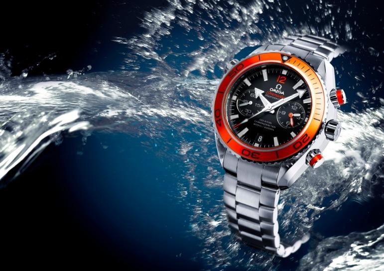 Сейчас, когда до выпуска новых мужских наручных часов Seamaster Planet Ocean Chrono с калибром Omega 9300 осталось