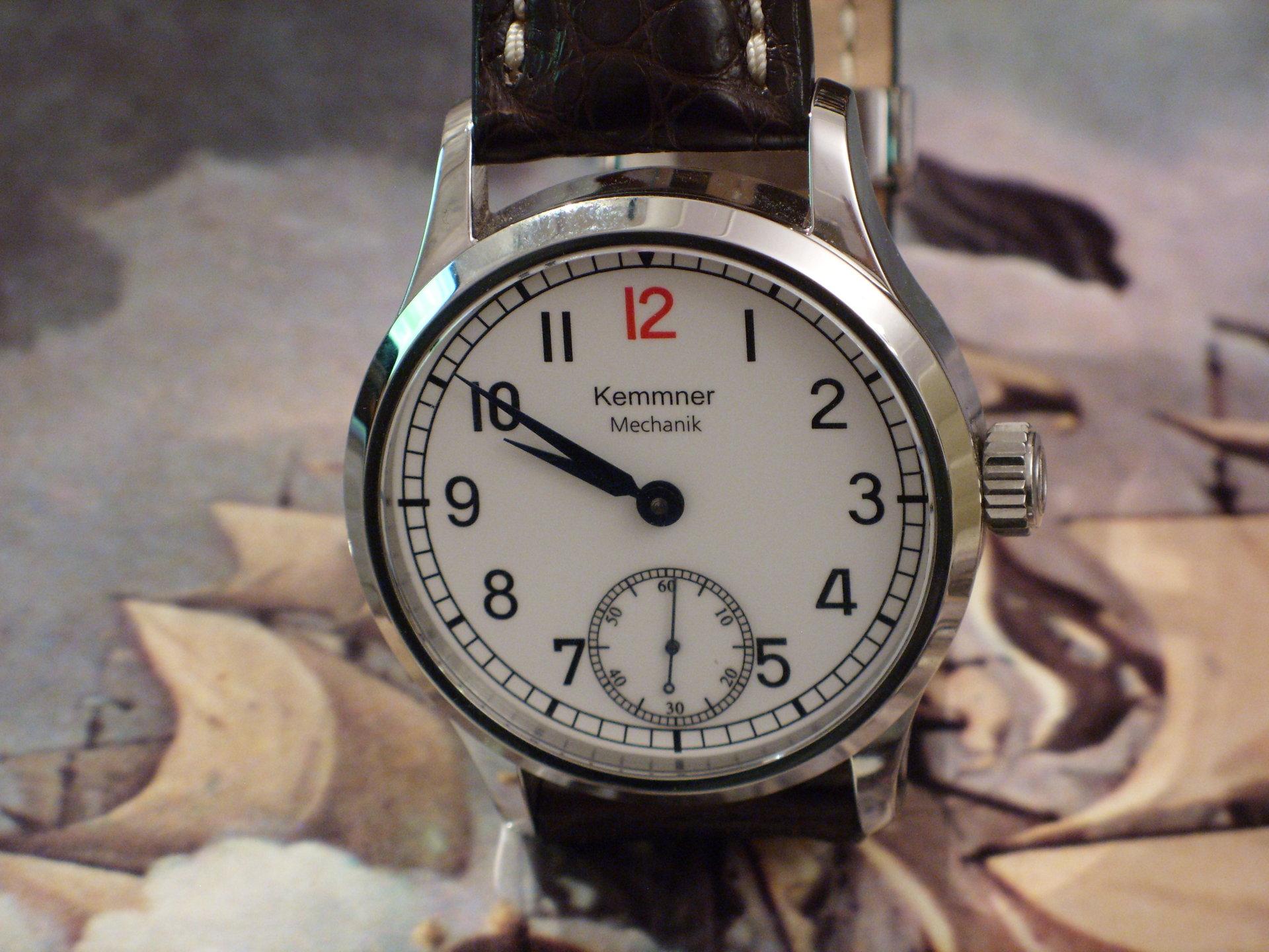 """Le club des heureux propriétaires décomplexés de montres """"hommage"""" - Page 2 971358d1416408915-kemmner-marine-araber-mit-unitas-6498-1-roter-zwoelf-sdc12595"""