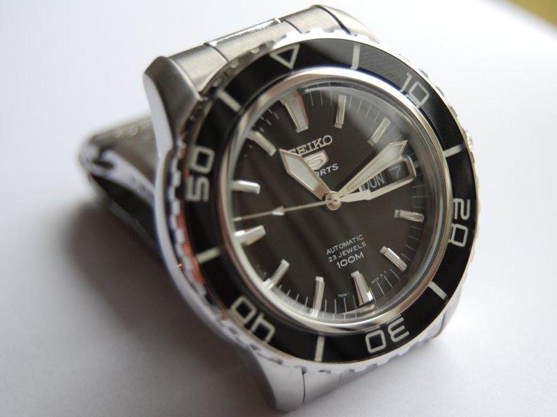162741d1286444372-seiko-5-sports-black-ref-snzh55k1-seiko1.jpg