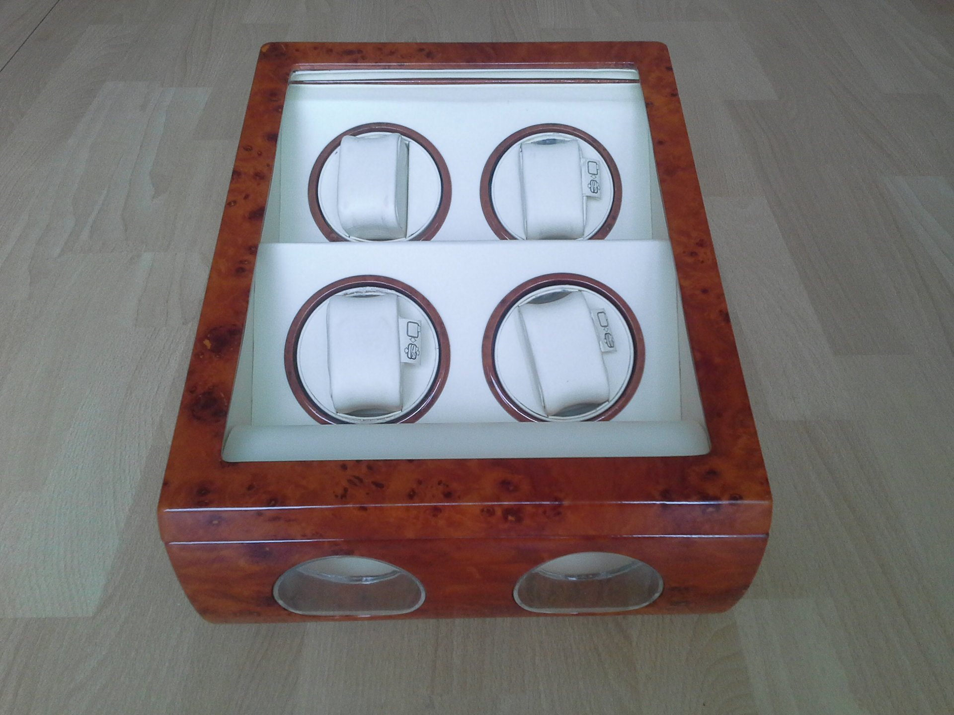 erledigt uhrenbeweger f r 4 uhren 2 standpr sentation uhrforum. Black Bedroom Furniture Sets. Home Design Ideas