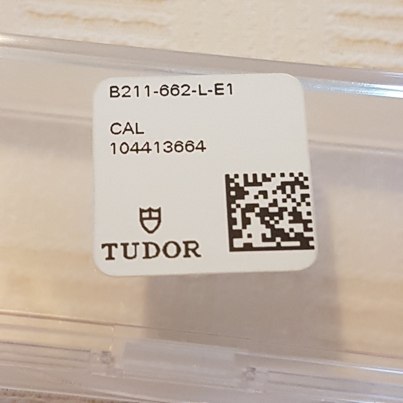 TUDOR_Lederband_04.jpg