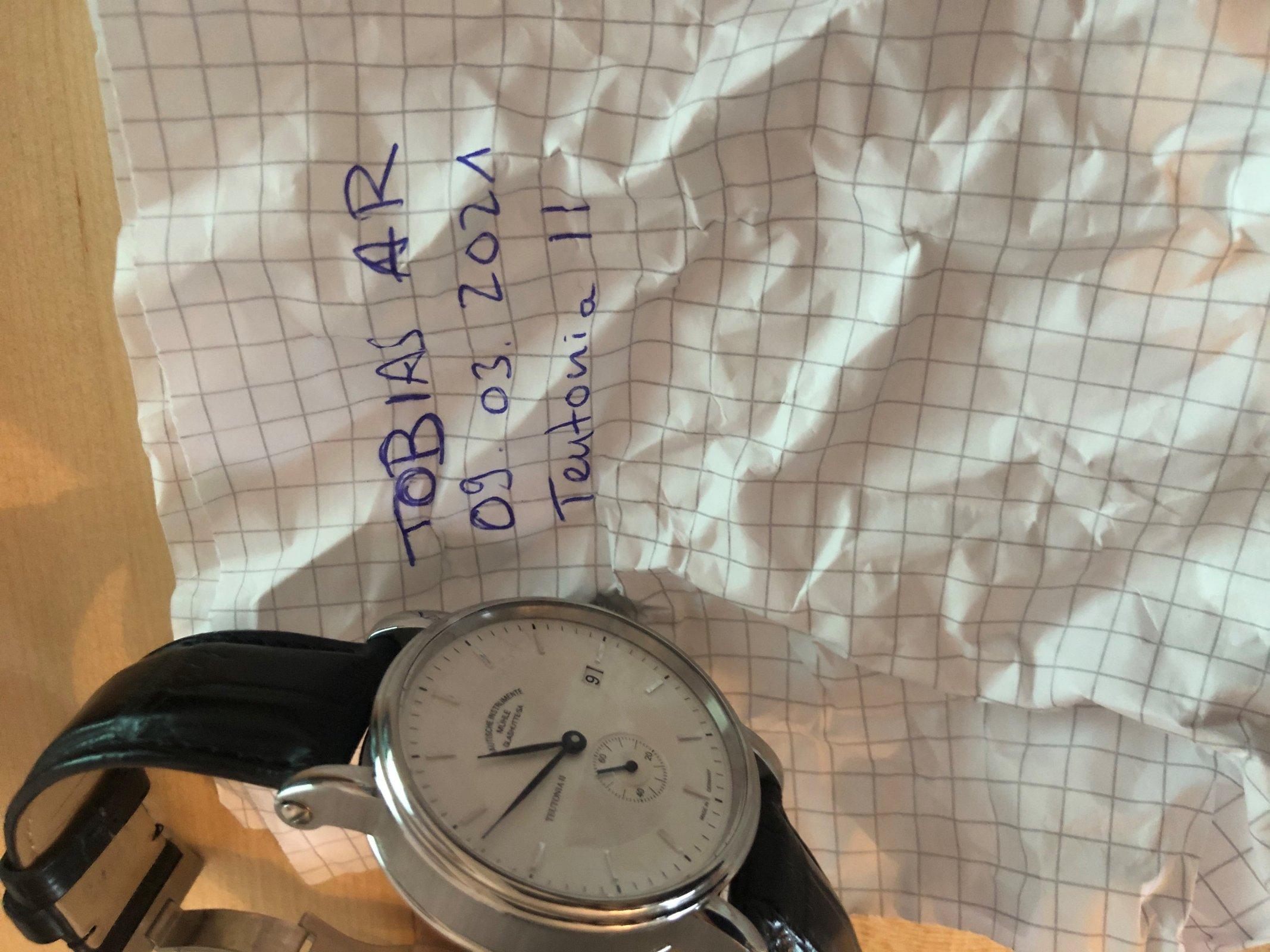 Uhr mit Zettel.jpg