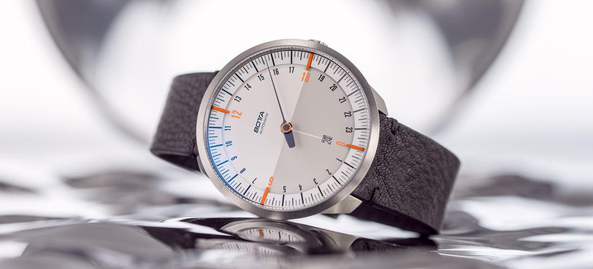 UNO-24-Automatik-weiß-orange-Hero.jpg