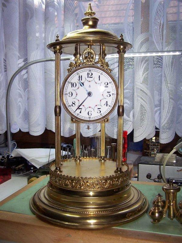 5485-GB-Uhr-mit-Louvre-ca.-.JPG