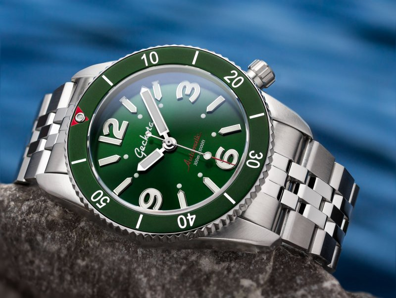 Geckota-Diver-Green-on-Metal-Strap.jpg
