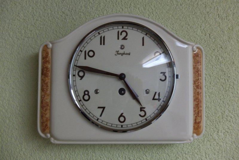 Uhr_Wand.JPG