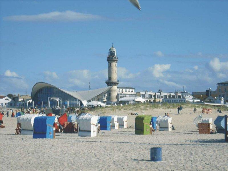 Strandblick auf Teepott-Leuchturm.jpg