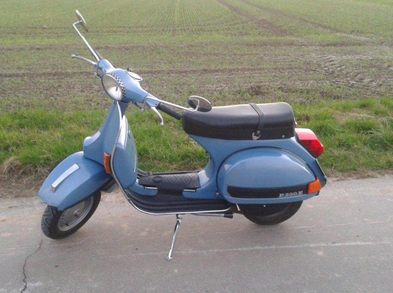 Vespa P200E.jpg