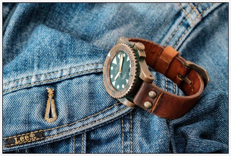 Uhrenarmband mit NietenDSCF0095-2.jpg