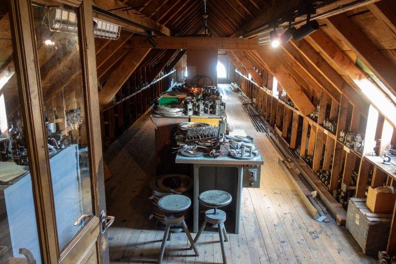 18.Dachboden mit den versteckten Werkzeugen.jpg