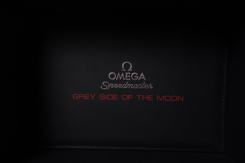 Omega_Speedmaster_Grey_Side_of_the_Moon_003.jpg