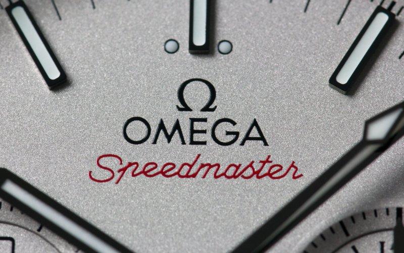 Omega_Speedmaster_Grey_Side_of_the_Moon_Makro_001.jpg