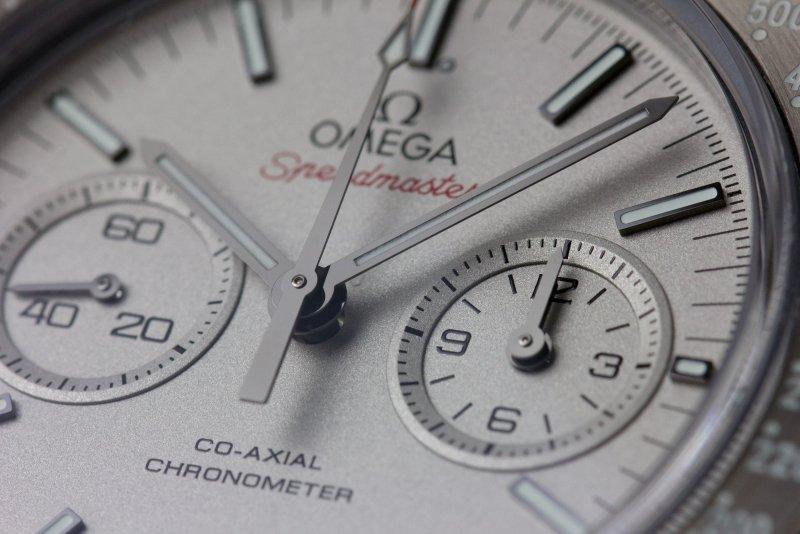 Omega_Speedmaster_Grey_Side_of_the_Moon_Makro_007.jpg