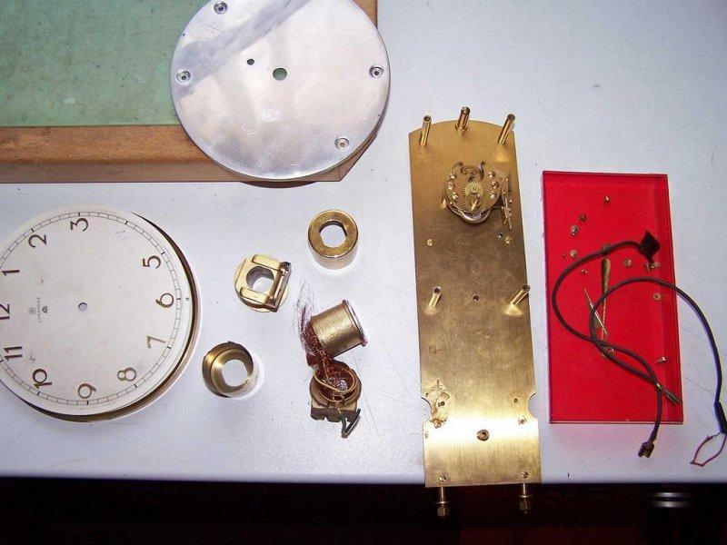 6007-Teile-einer-Uhr.JPG