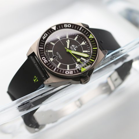 prodiver_black_green_front-stowa-2600.jpg