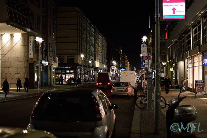 StraßeiDunkeln01.jpg