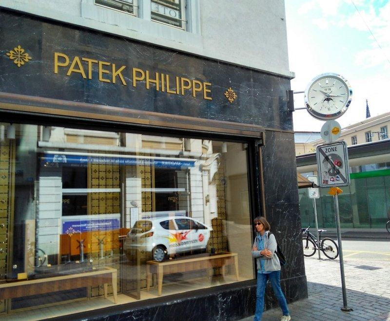 Ladenuhr_Patek Basel.jpg