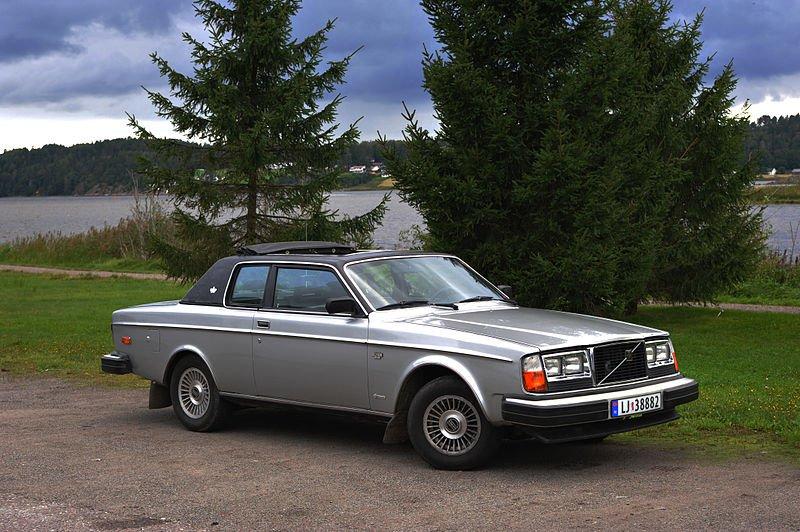 800px-Volvo_262_Coupe_Bertone.jpg