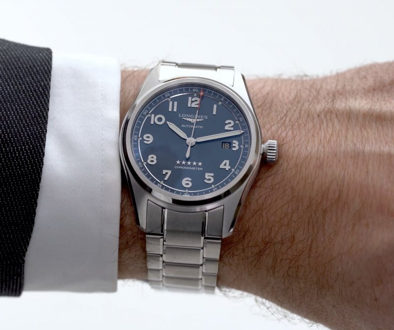Comparative-video-review-Longines-Spirit-time-and-date-40mm-and-42mm-2.jpg