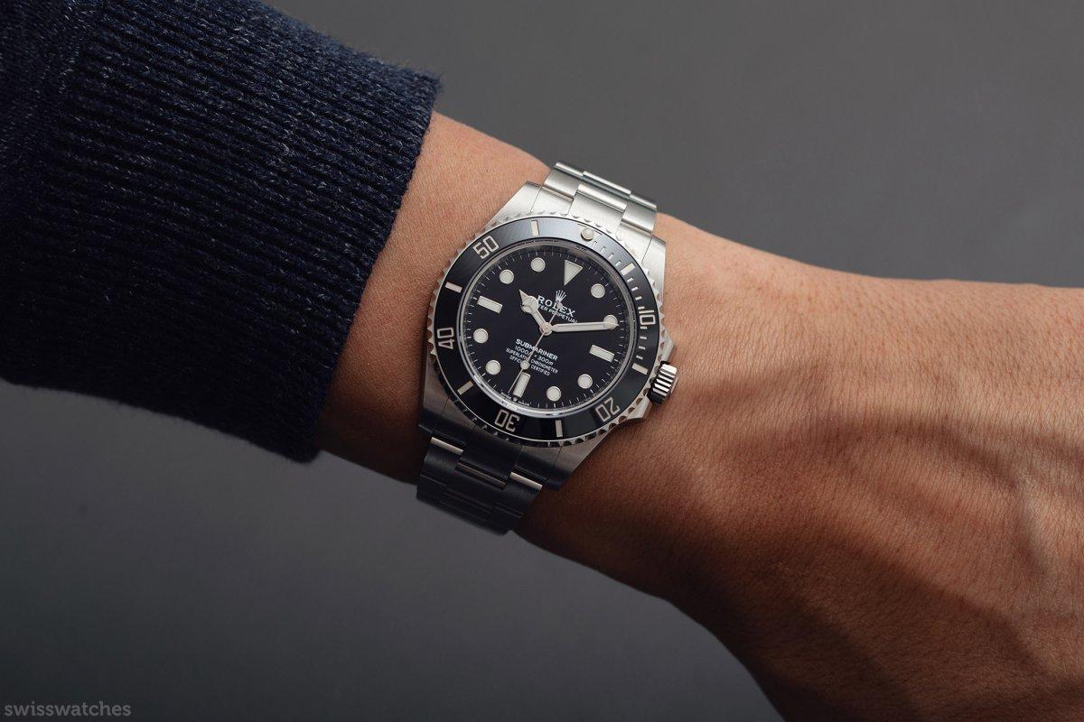 Rolex-Submariner-NoDate-m124060-Wristshot-2020.jpg