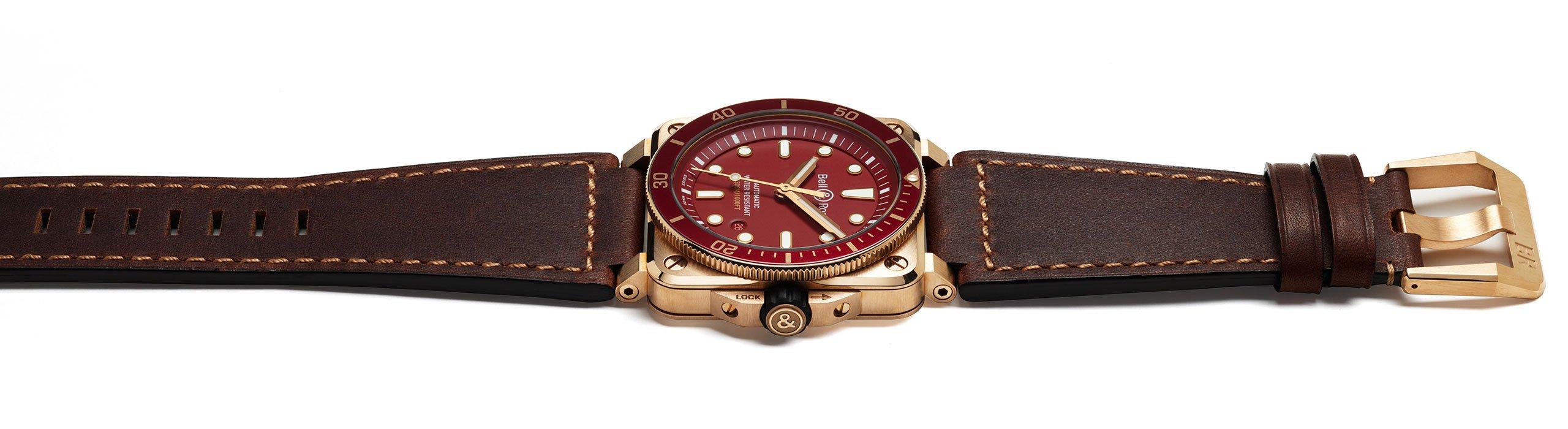 banner-top-0392-diver-red-bronze.jpg