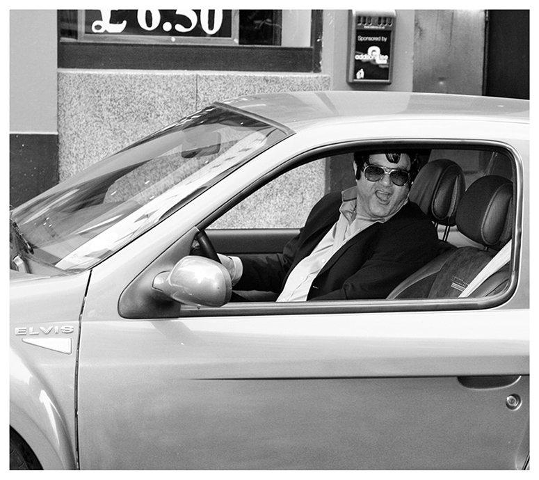 Elvis_in_London_2.jpg
