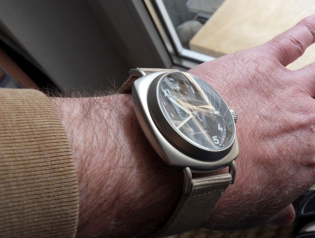 ARISTO 3H39 Wrist SN Beige 2.jpg