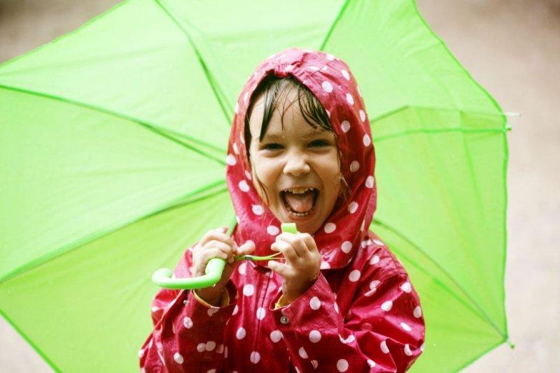 Kind im Regen Oberberg.jpg