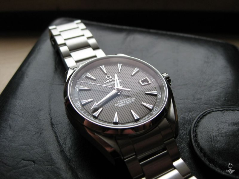 Omega AT teck-grau 01.jpg