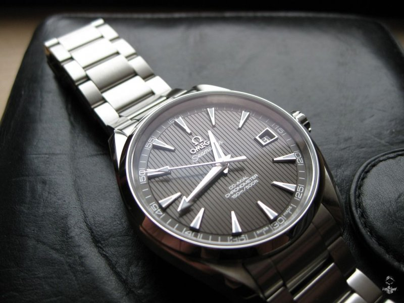Omega AT teck-grau 04.jpg
