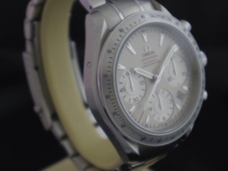 Omega_Speedmaster_Date_40mm_4.JPG