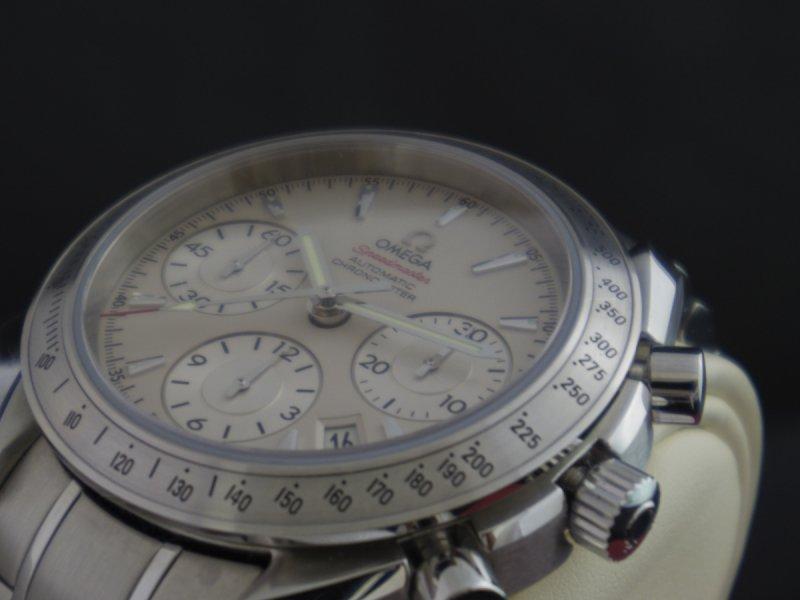 Omega_Speedmaster_Date_40mm_6.JPG