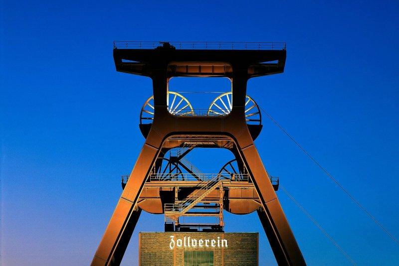 Zollverein_2_1992.jpg